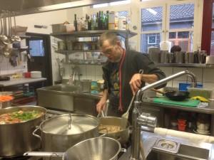 Maurice Maggi in der Küche des Ziegel oh Lac.